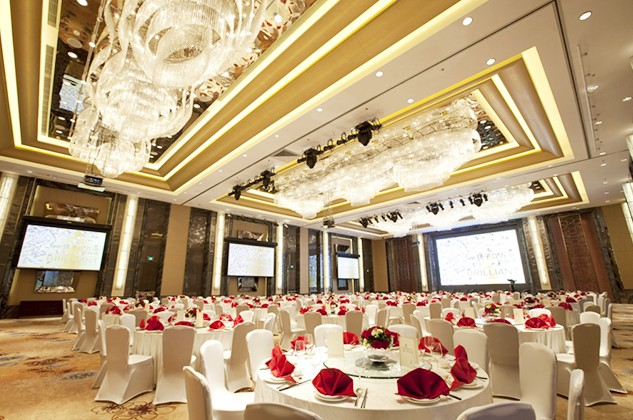 Year End Celebreations at Renaissance Shanghai Yangtze Hotels